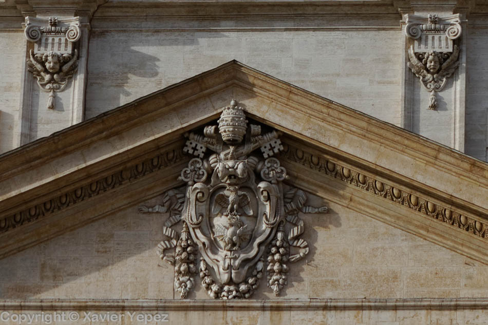 Vatican basilica. Coat of arms above entrance.