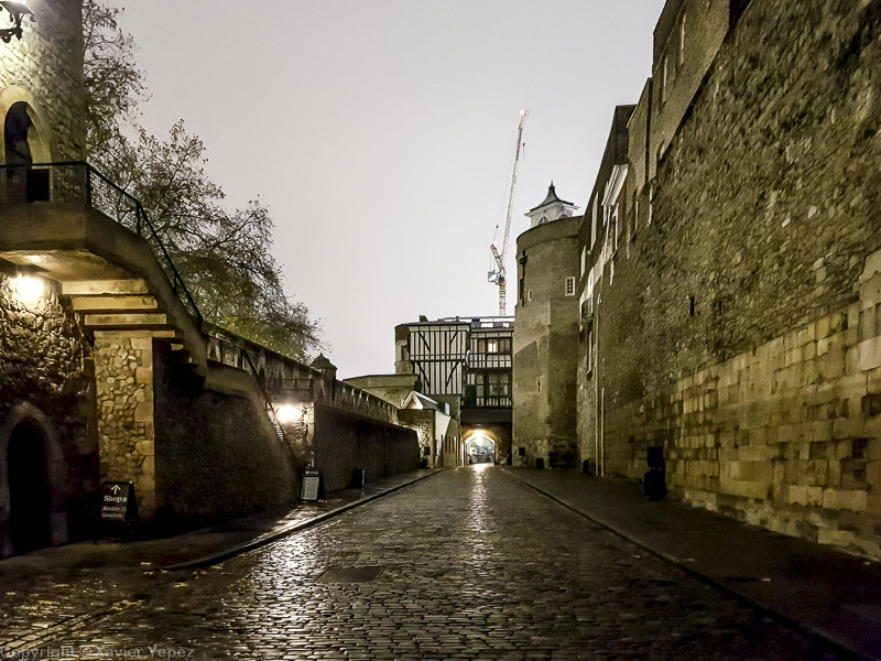 Tower of London at night - getting in
